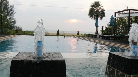 "Khaolak Orchid Beach Resort: ""stilte"" zwembad"
