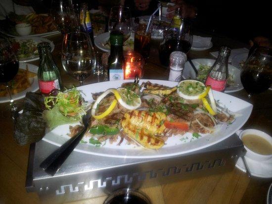 egeon palagos : le plat avec les poissons et crustacés - photo de