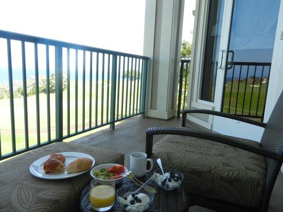 Westin Princeville Ocean Resort Villas: ラナイでの朝食