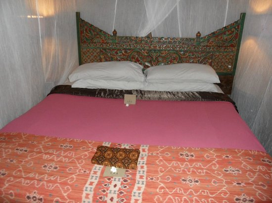 Desa Seni, A Village Resort: Huge Bed