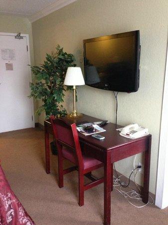 Chateau Regina Hotel & Suites : front suite