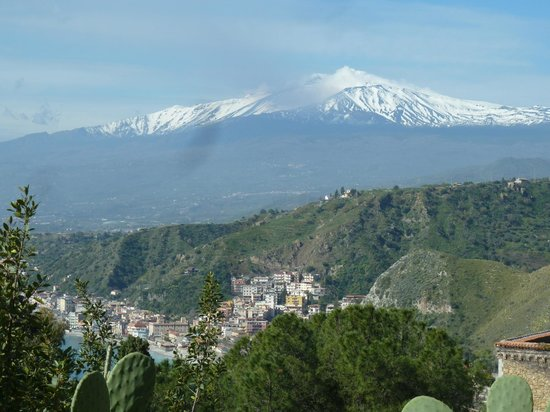 Bel Soggiorno Hotel: view towards Etna from the hotel