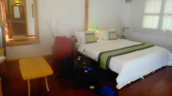 Club Paradise Palawan: bed, cottage