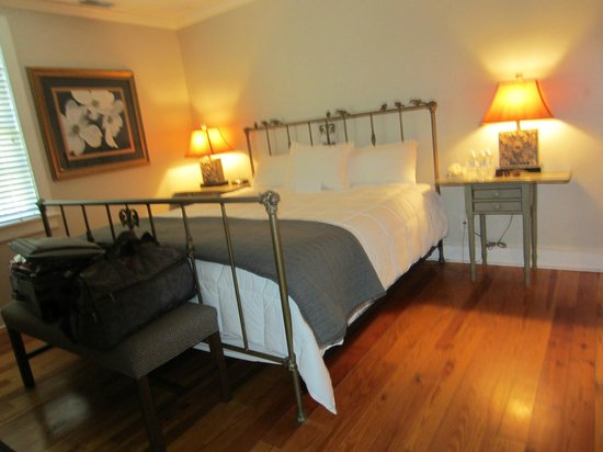 The Beaufort Inn: Luxurious King Bed