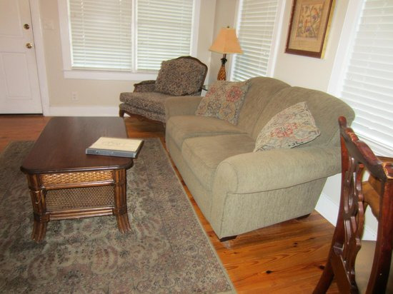 The Beaufort Inn: Cozy living room!