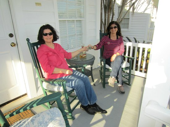 The Beaufort Inn: Friends meeting on the front porch.
