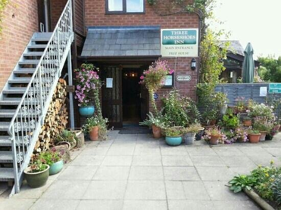 The Three Horseshoes Inn: front entrance