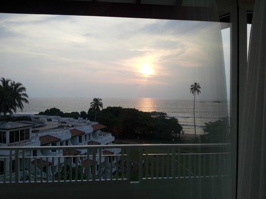 Vivanta by Taj - Bentota: sun set