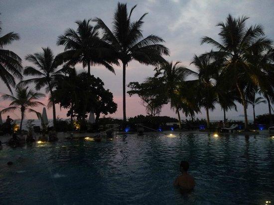 Vivanta by Taj - Bentota: Pool @ night