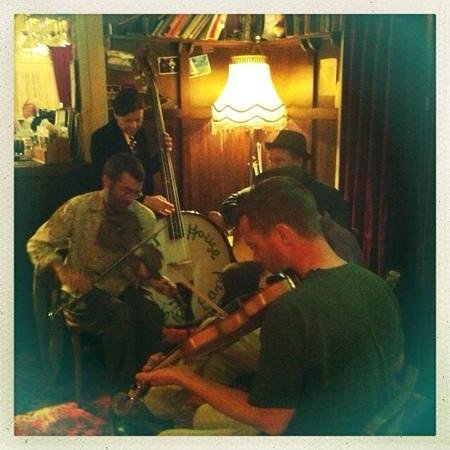 Radio Springs Hotel: live music- all the time!