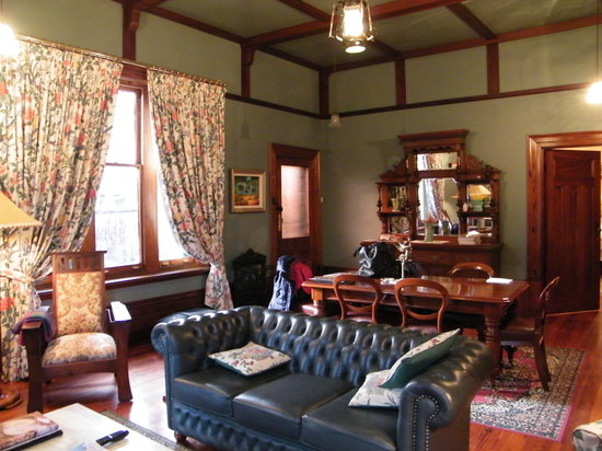 Buxton Manor: living room 1