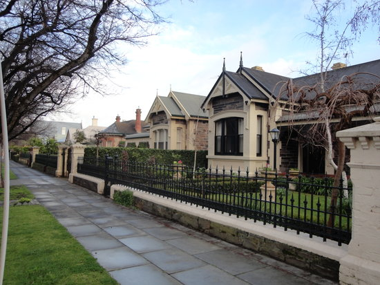 Buxton Manor: the neighbourhood and the street