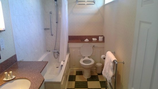 The St. John's Hotel: Ensuite Bathroom