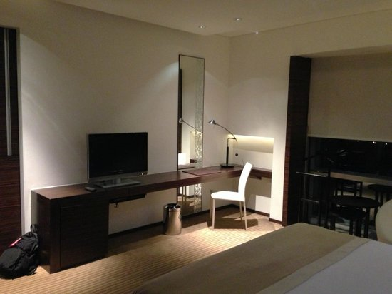 Le Meridien Bangkok: Bedroom TV