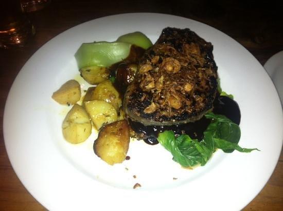 Bull Ring Restaurant: Steak drowned in hoisin sauce :(