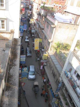 Hotel Kathmandu Terrace: Rooftop view down into Thamel area below