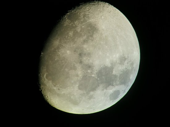 Kunfunadhoo: Up close and personal with the moon