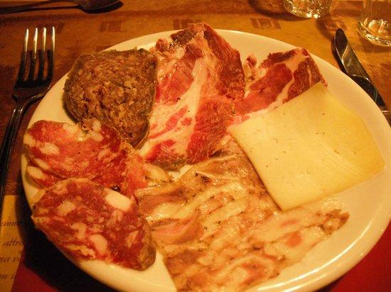 FonteAntica: Tagliere di salumi e formaggi