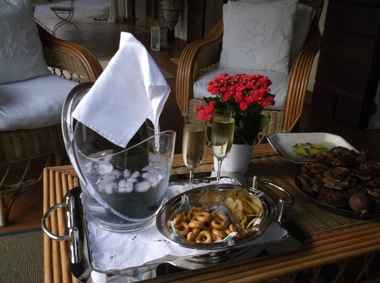 Villa Zane: Prosecco on the terrace