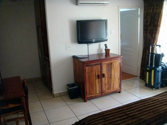 Afrique Boutique Hotel Oliver Tambo: TV