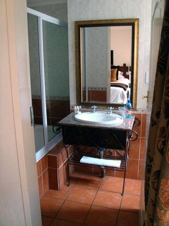 Afrique Boutique Hotel Oliver Tambo: Bathroom
