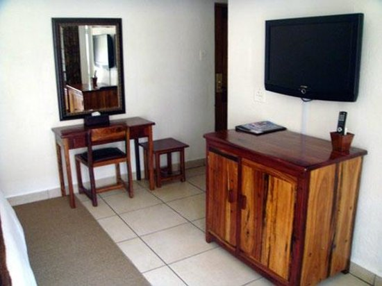 Afrique Boutique Hotel Oliver Tambo: Place for laptop