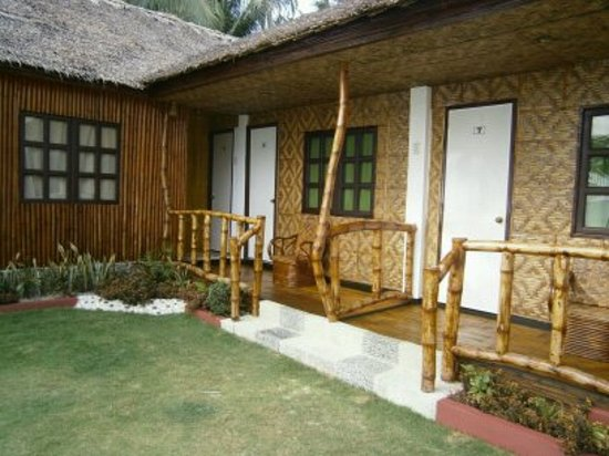 Michael's Resort and Dive: native bungalows