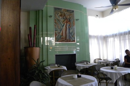 The Colony Hotel: lobby dining area