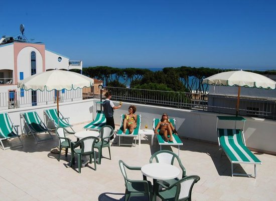 Hotel la Pineta: Il solarium