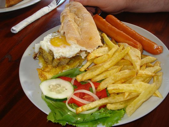 Nordin's Lodge: Prego with sausages - Tofo Tofo Restaurant