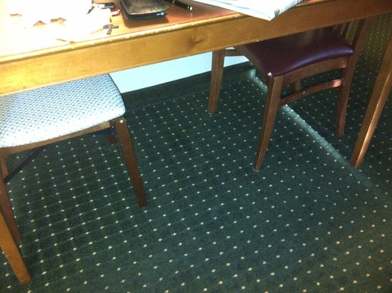 TownePlace Suites Indianapolis Park 100: This was the tiny kitchen table and mismatched chairs (one a folding chair) note holes in uphols