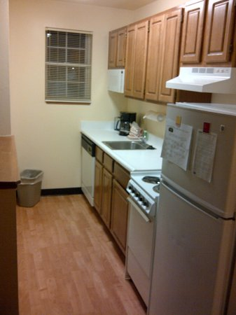 TownePlace Suites Indianapolis Park 100: galley kitchen