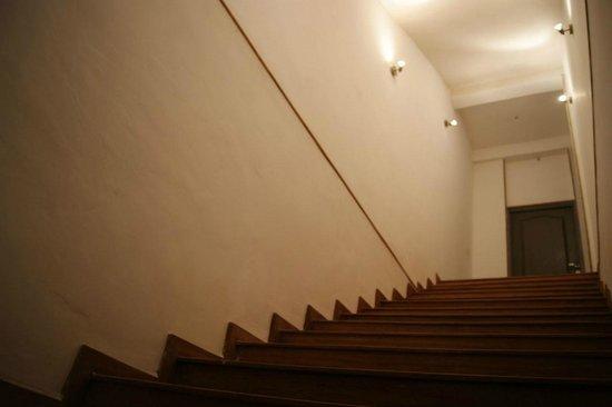 Tato Appart'Hôtel: Escalier