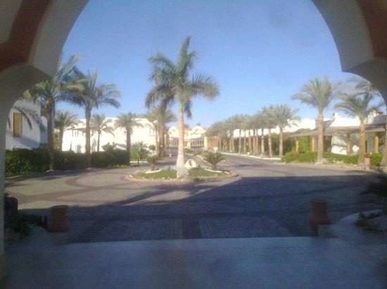 Sunrise Diamond Beach Resort: entrata villaggio