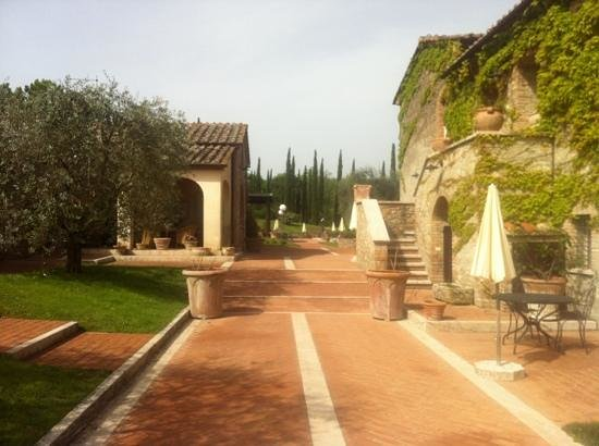 Agriturismo La Sovana: Warm inviting entrance