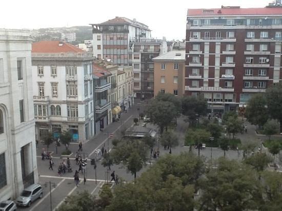 Best Western Hotel Plaza : Visione della piazza dalla stanza