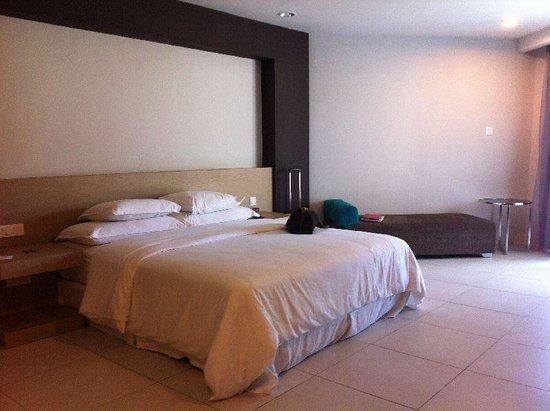 Century Langkasuka Resort: spacious bedroom in Premier Suite