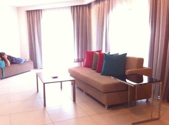 Century Langkasuka Resort: spacious living room in Premier Suite