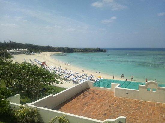 Nirai Beach : ホテルの目の前がビーチです