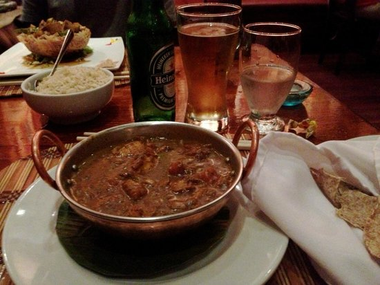 Tin Jo: Murg Masala, chapati (no naan unfortunately), brown rice, heini