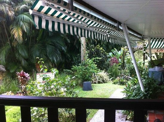 La Chaudiere: Le jardin vu depuis notre table