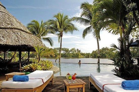 Tortuga Lodge & Gardens: Riverside pool
