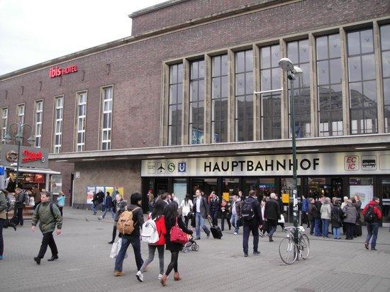 Ibis Duesseldorf Hauptbahnhof: Outside view