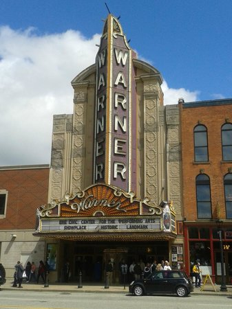 ‪Warner Theater‬