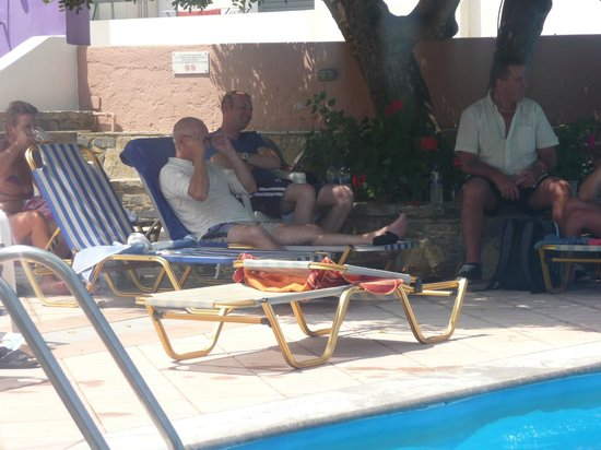 Lato Hotel: Lounging by the pool!