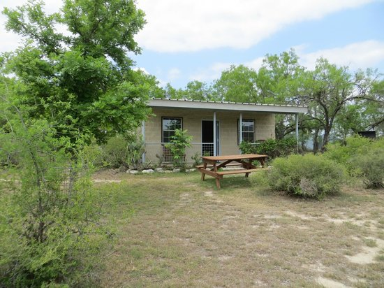 Front of cabin picture of frio river cabins rio frio for Cabins along the frio river