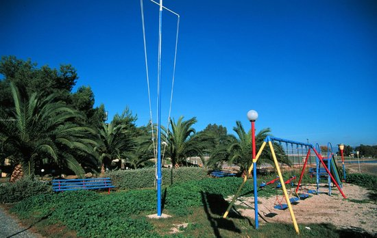 Ignatia Hotel: Playground very close to the sea
