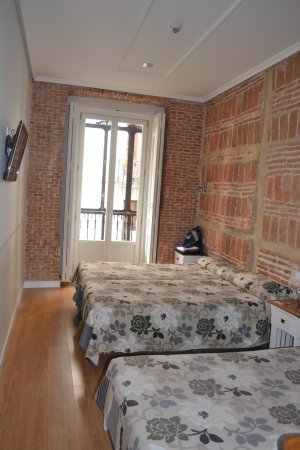Hostal Madrid: Triple room