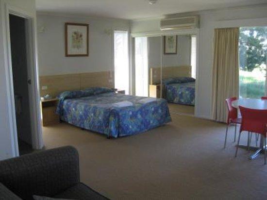 Photo of Yowani Country Club Hotel Canberra