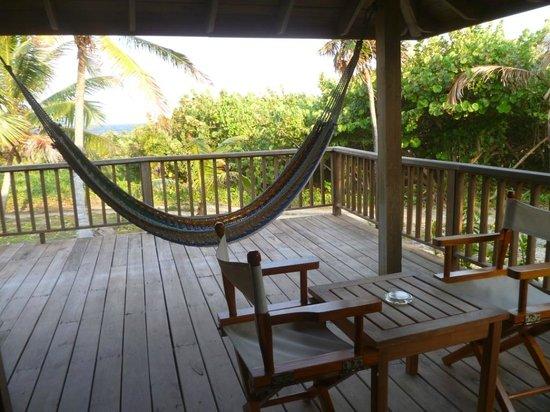 Media Luna Resort & Spa: Patio de la chambre 105 avec vue sur mer